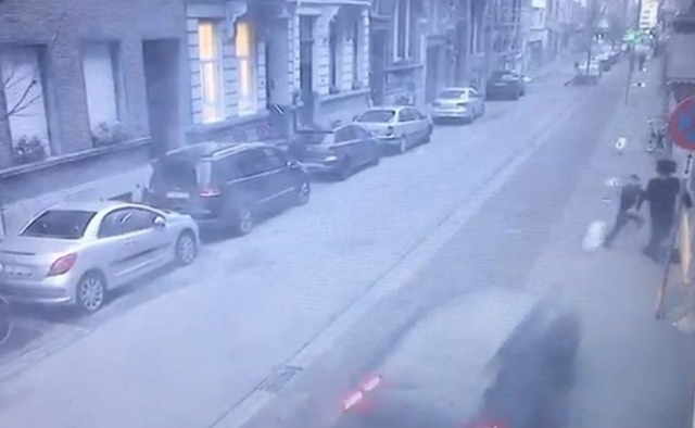 Une voiture-bélier tente de tuer un Juif et son fils — Anvers