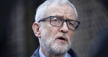 Jeremy Corbyn ne siégera pas en tant que député travailliste malgré la levée de sa suspension du parti